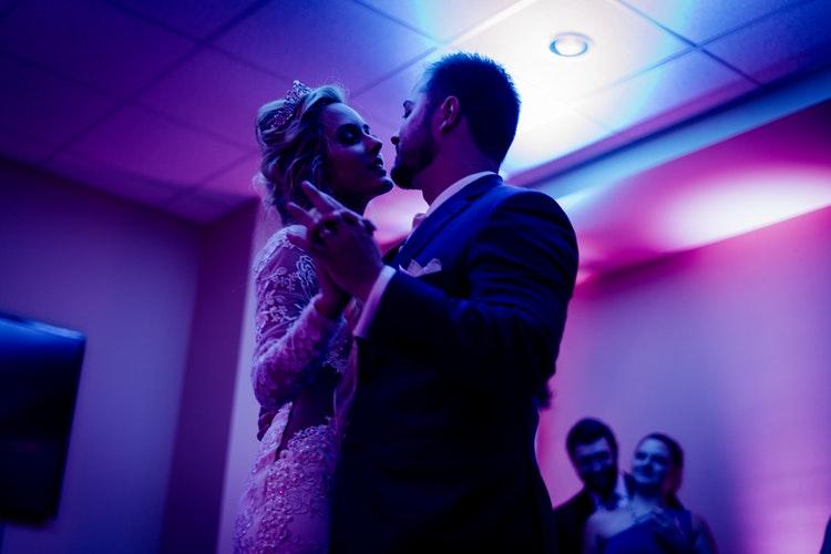dance-wedding-couple